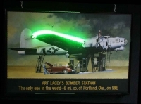 Art Lacey´s Bomber Station - Neonbild